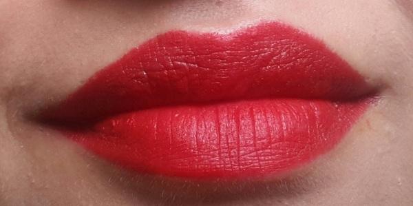 MAC Retro Matte Lipstick Ruby Woo Review