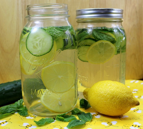 Wise Wednesday: Everything You Need To Know About Detox Water For Weight Loss
