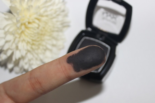 NYX Single Shadow in Black/Noir- Review